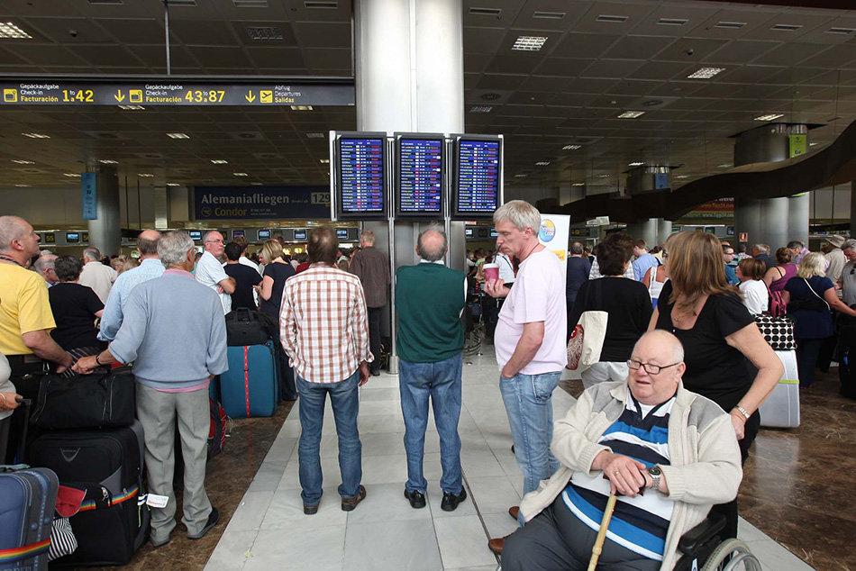 Se proyectarán en las terminales de llegadas de los aeropuertos isleños mensajes sencillos en tres idiomas sobre cómo actuar ante posibles síntomas