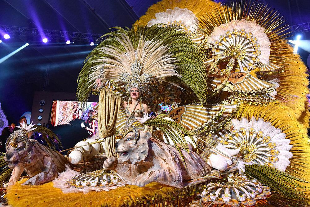 Resultado de imagen de reina carnaval santa cruz 2016