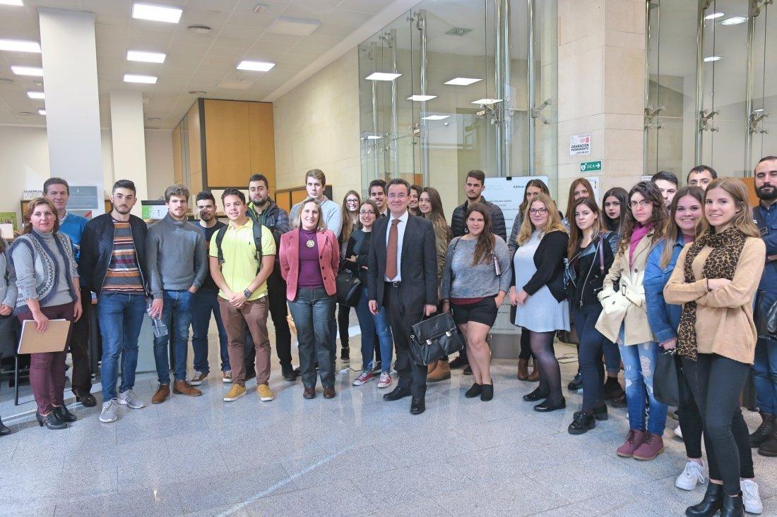 Alumnos de econom a de la universidad de la laguna visitan for Oficina tributaria canaria