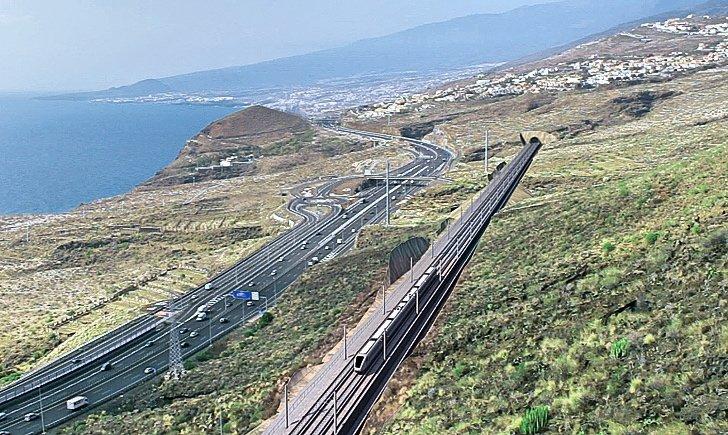 """El consejero insular David Carballo considera que """"el remedio para mejorar la movilidad en Tenerife no pasa por los trenes, sino en trabajar desde ya en un Plan Insular de Movilidad Sostenible""""."""