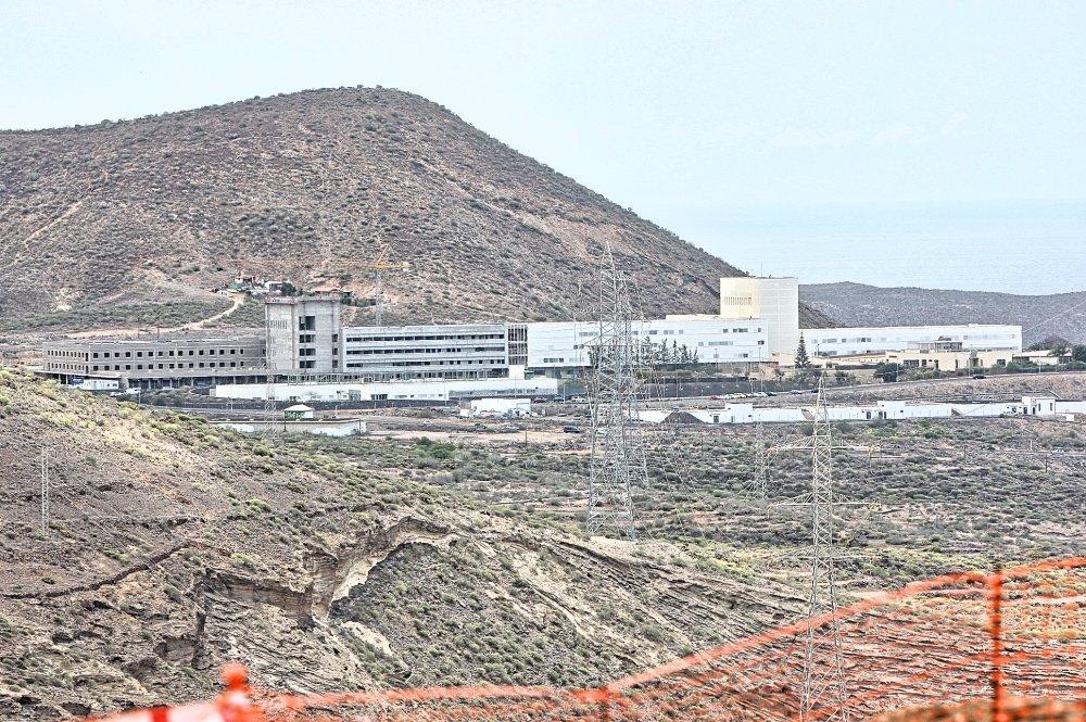 """""""Este hospital es una demanda histórica de los más de 226 mil residentes de la comarca sureste de Tenerife y que también beneficiará al resto de Islas occidentales"""", destaca"""