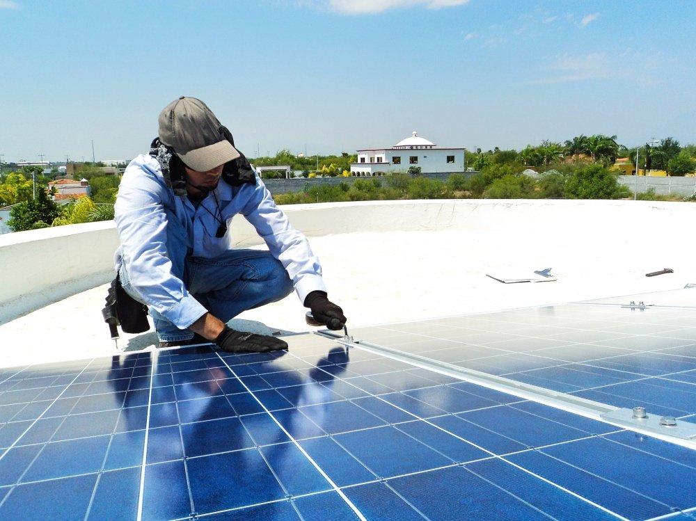 Resultado de imagen de Optimismo por el autoconsumo y las energías renovables