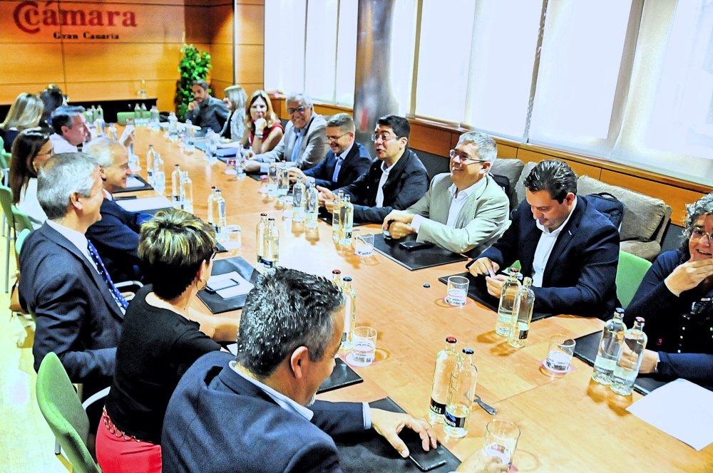 Resultado de imagen de La Asamblea General de la Asociación de Municipios Turísticos negociará con el Gobierno una presencia conjunta en Fitur