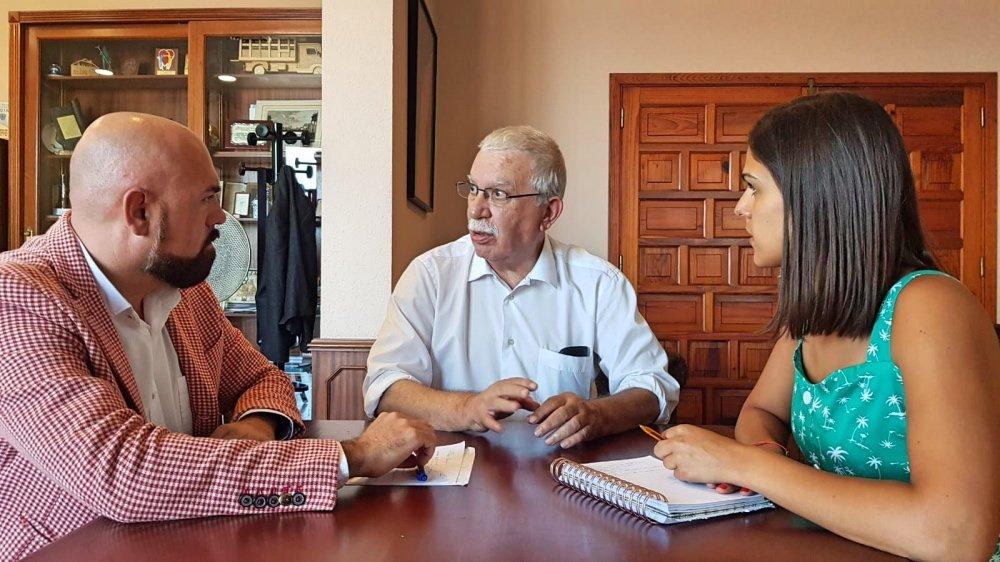 Resultado de imagen de Visita del gerente de la Asociación Canaria de Universidades Populares