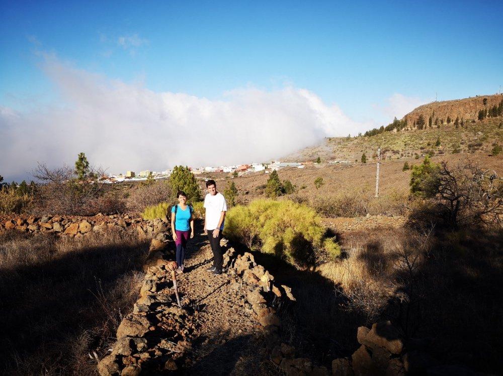 El alcalde de Santiago del Teide comprueba in situ la recuperación del sendero de Las Tierras en Arguayo