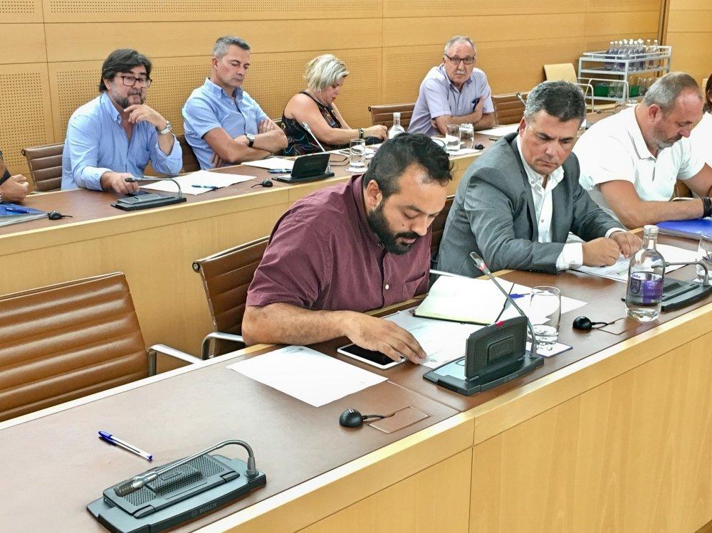 David Carballo, consejero de Sí Podemos Canarias, propuso en el Pleno una serie de soluciones, como crear una oficina de atención al empleado público o renovar los estatutos de empresa y convenios colectivos, entre otros.