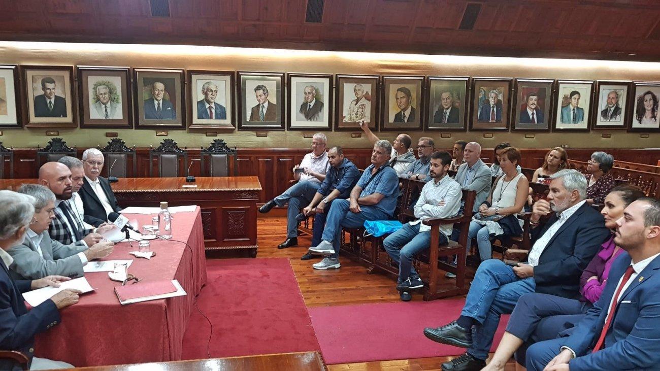 El alcalde de Puerto de la Cruz se compromete con el impulso de la enseñanza para adultos que se impulsa desde la cultura y la creatividad de la ciudadanía canaria