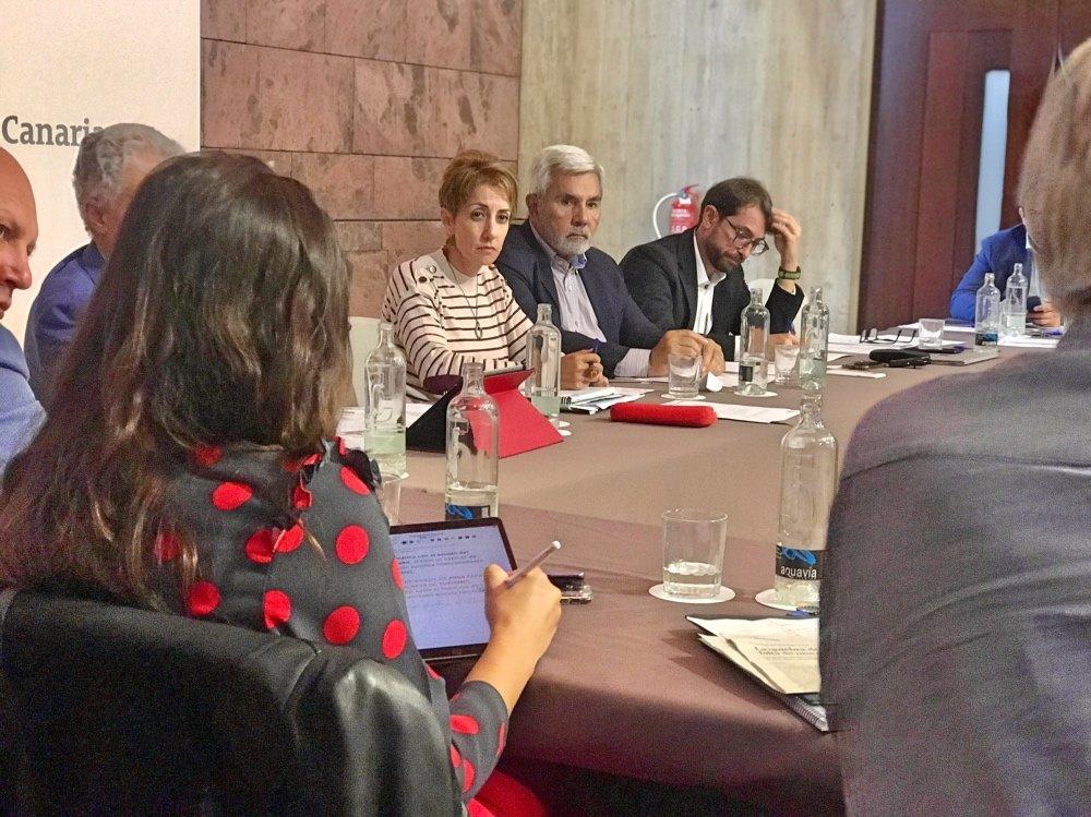 La Asociación de Municipios Turísticos y el Gobierno de Canarias irán de la mano en la próxima edición de Fitur, tras el compromiso entre Rodríguez Fraga y Yaiza Castilla