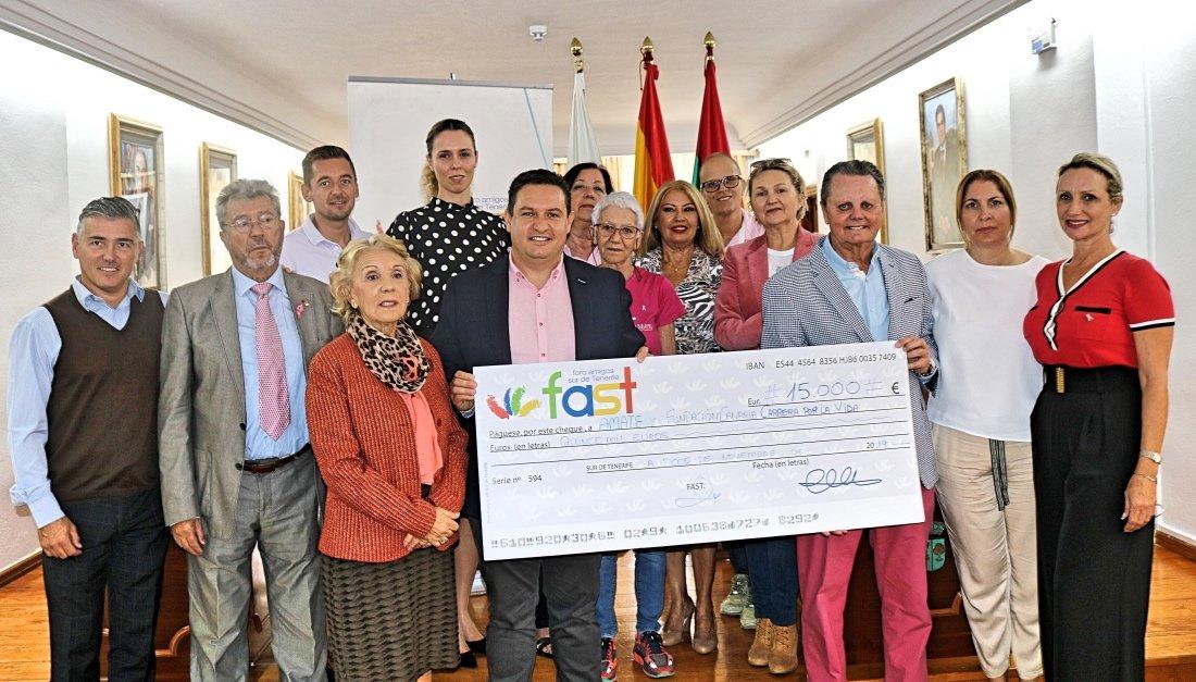 Un donativo que se ha repartido en dos partes, con 7500 euros para cada entidad.