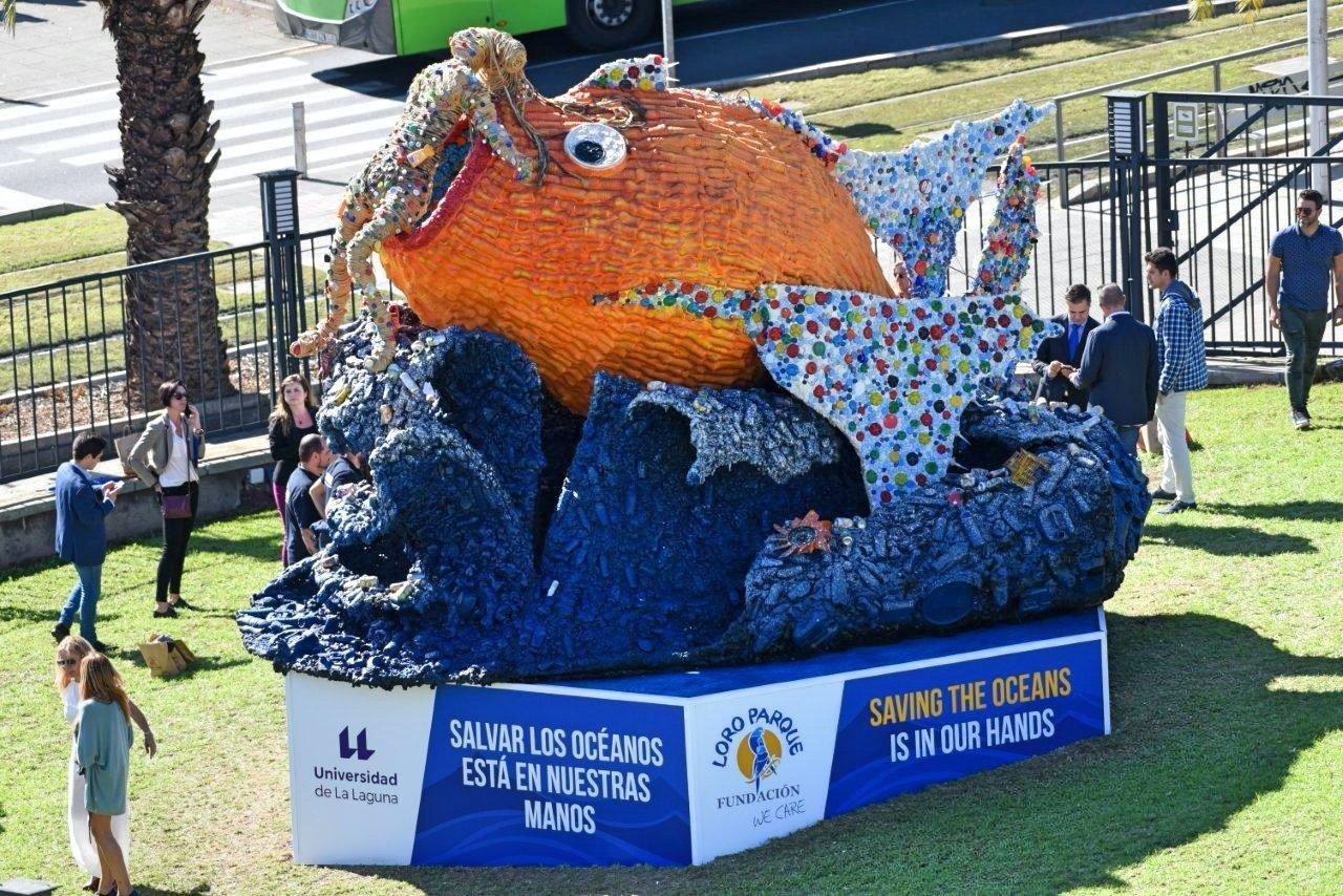 Una representación artística elaborada con objetos reciclados se ha instalado en el Paraninfo de la Universidad de La Laguna