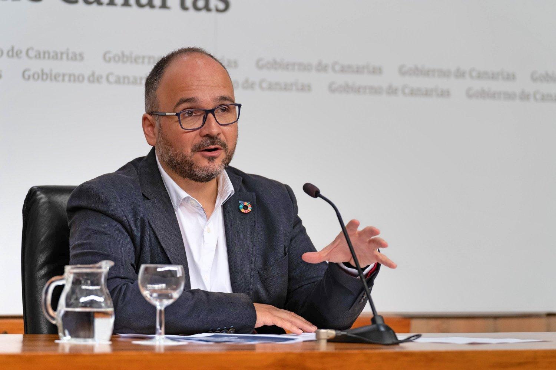 """José Antonio Valbuena destaca que estas ayudas permitirán """"cumplir con los estándares de sostenibilidad"""" y subraya que podrán ser beneficiarios todos los ayuntamientos, cabildos y mancomunidades de las Islas"""