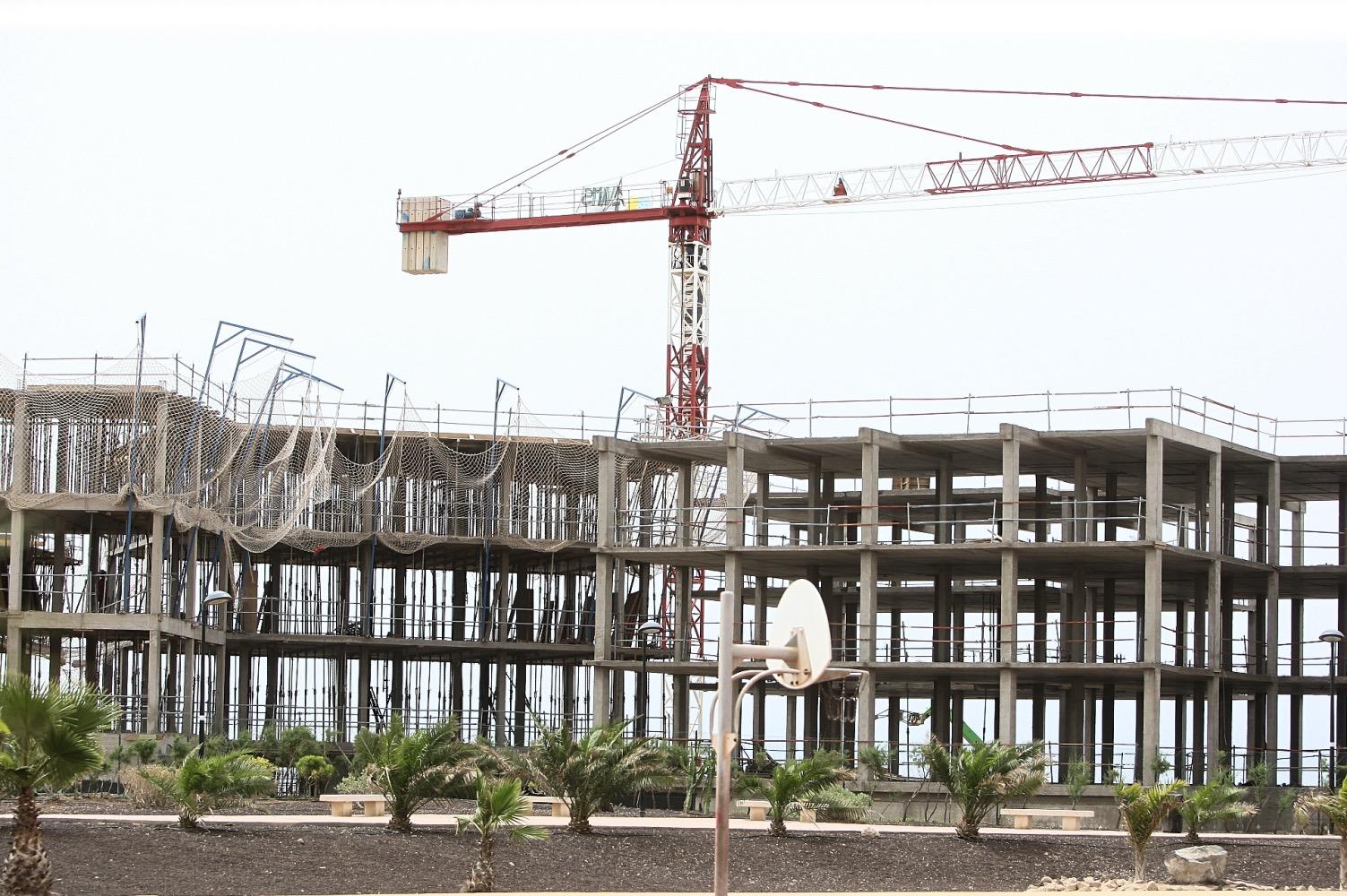 Viqueira despide a todos los trabajadores y suspende el contrato de construcción del hotel de La Tejita