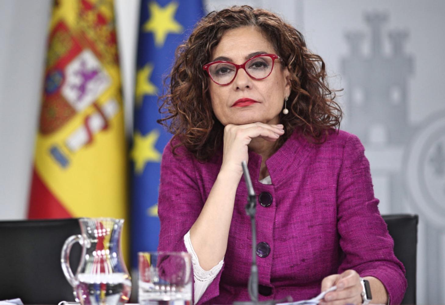 María Jesús Montero: Hacienda impulsará un decreto con las medidas más urgentes para que los municipios aumenten sus recursos y el margen presupuestario